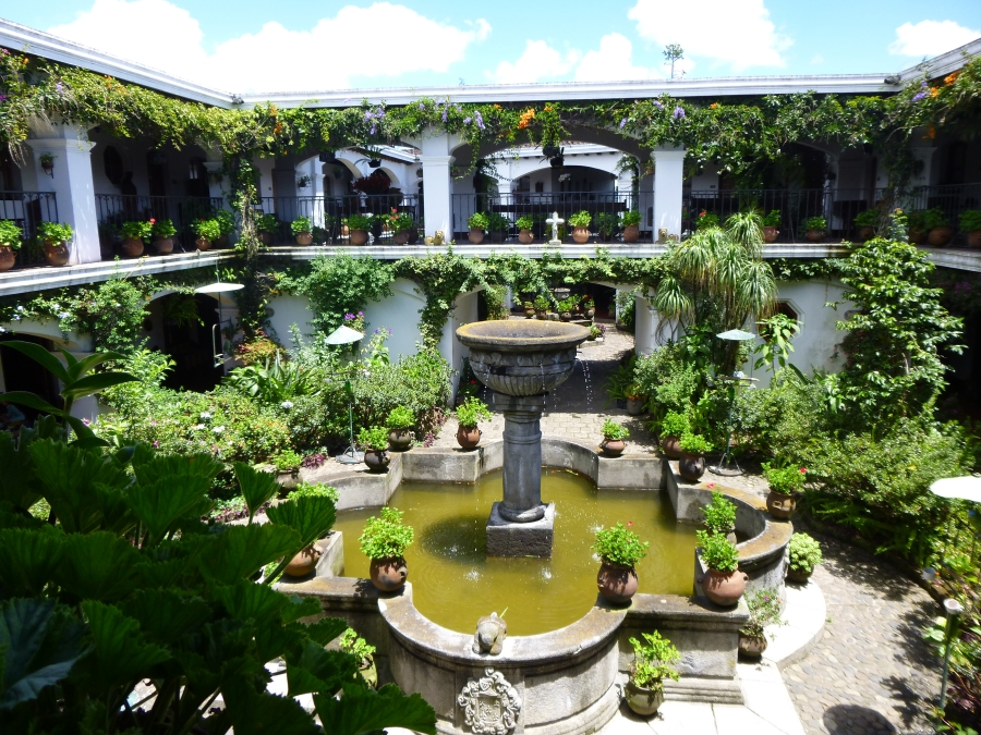 Beautiful Courtyard of Hotel San Tomas