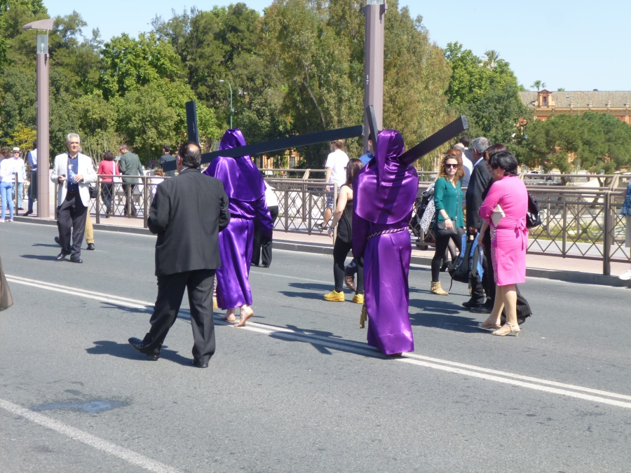 La Cigarera Procession in Sevilla - Walking Barefoot on Asphalt in a 37 Degrees Celsius Day