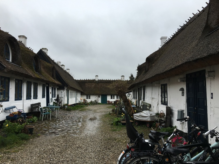 A quick stroll in Roskilde along the waterfront led me to St. Jørgensberg fishing hamlet where I found these precious cottages.